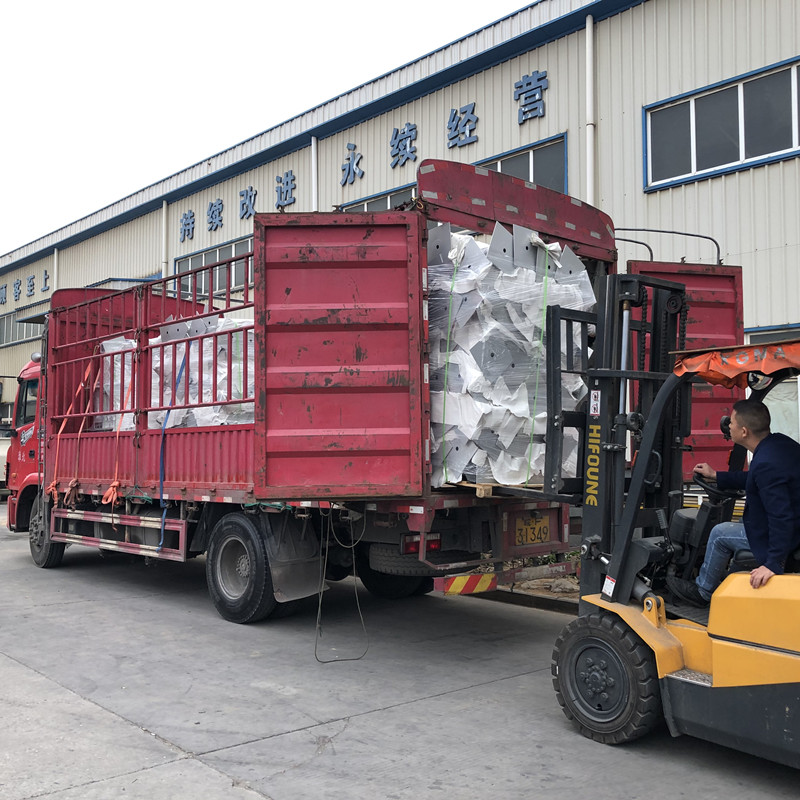 The first car of aluminum alloy welded photovoltaic bracket was smoothly delivered(2.8MW) Company News